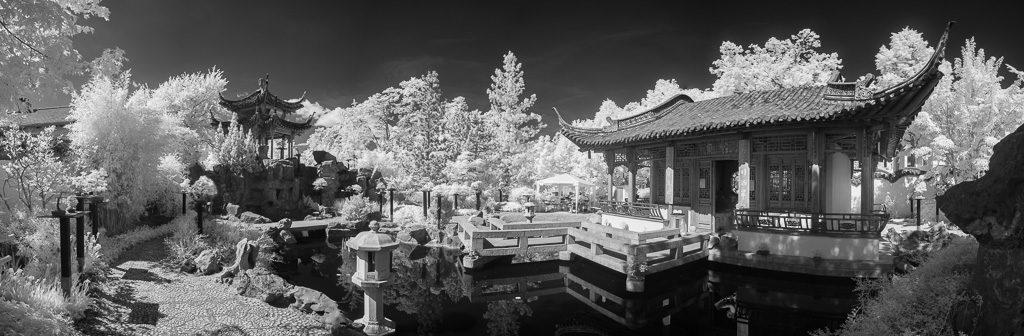 Chinesische Garten in Stuttgart in Infrarot